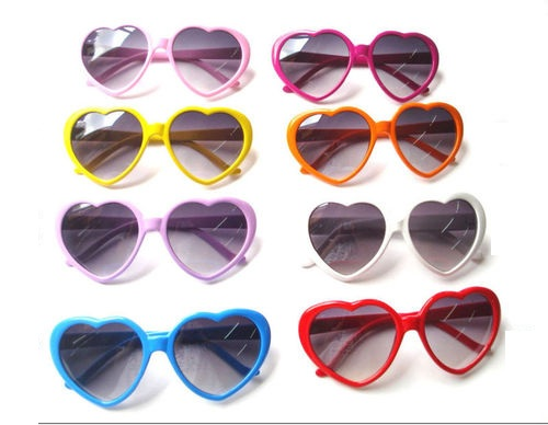 Srdiečkové slnečné okuliare rôzná farby. 9093a1f3304